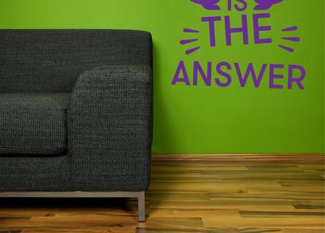 fialová - Motivační samolepka Answer
